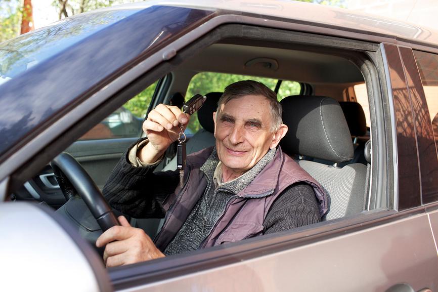 На аких автомобилях ездят пенсионеры в РФ.