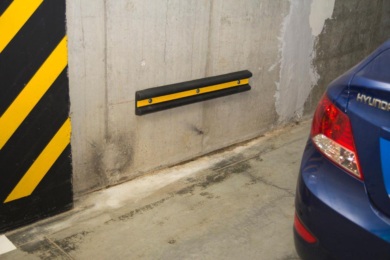 Оборудование для парковки: как защитить стены?