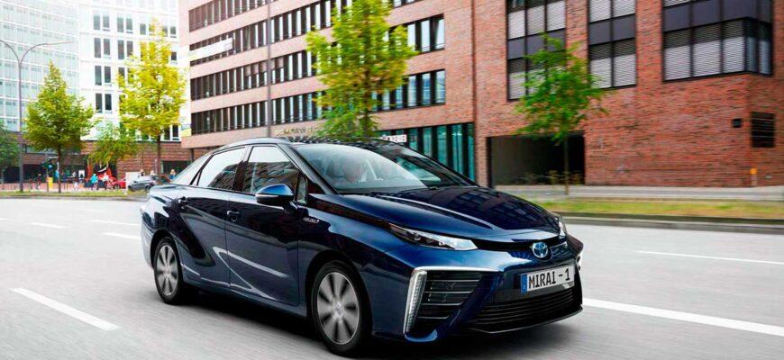 Водородный гибридный автомобиль на топливных элементах.