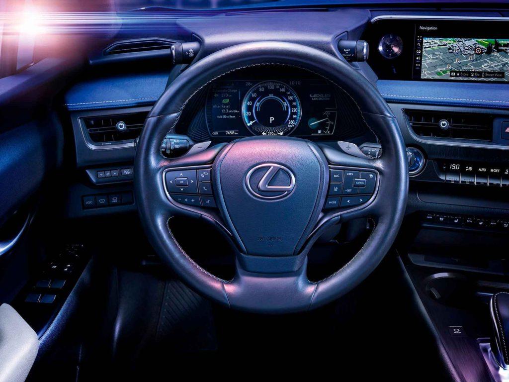 электромобиль Lexus UX 300e