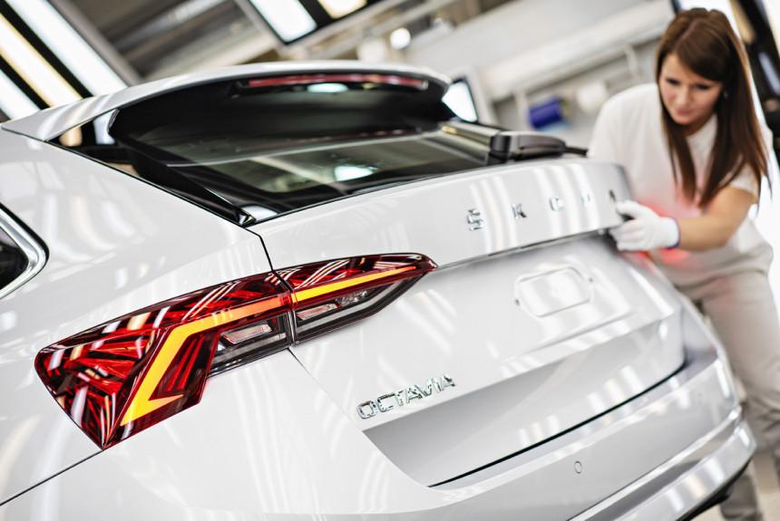 Skoda Octavia четвертого поколения встала на конвейер