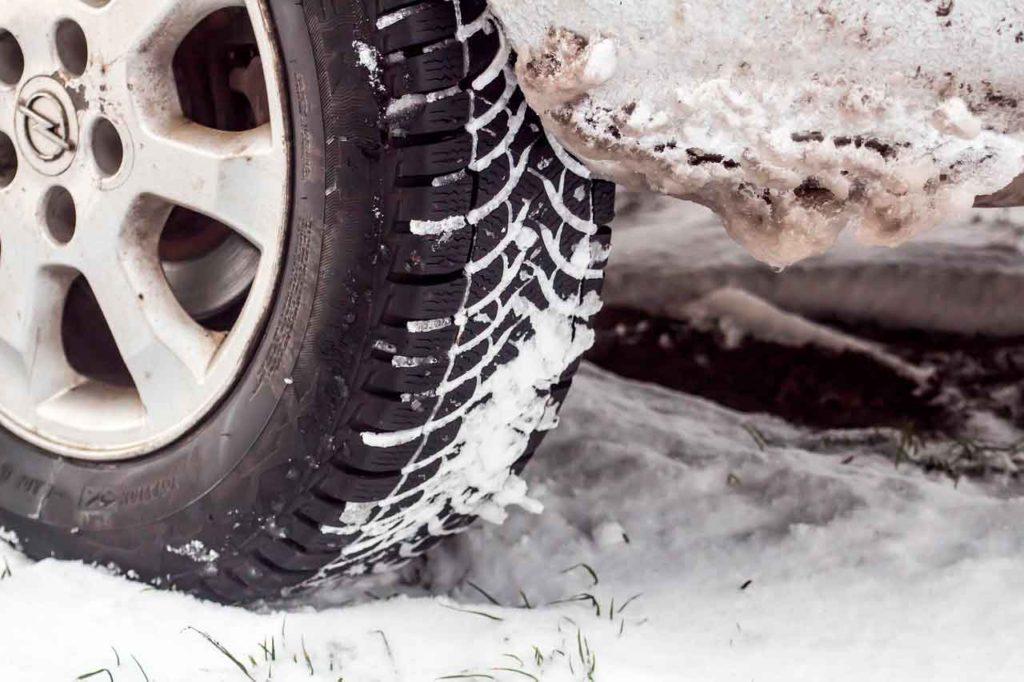 Новые зимние шины против покрышек б/у: для тех, кого интересует не только экономия