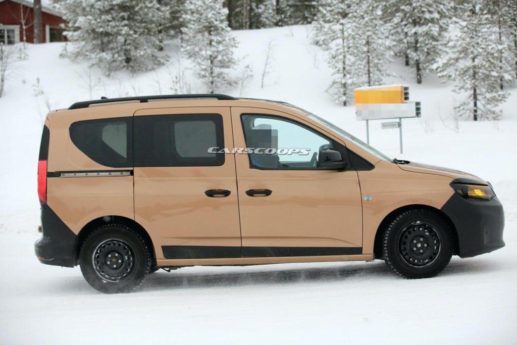Volkswagen Caddy 2020 сбросил камуфляж за месяц до дебюта