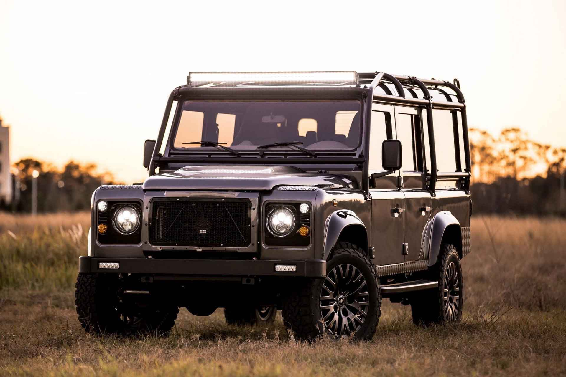 9-местный Land Rover Defender D110