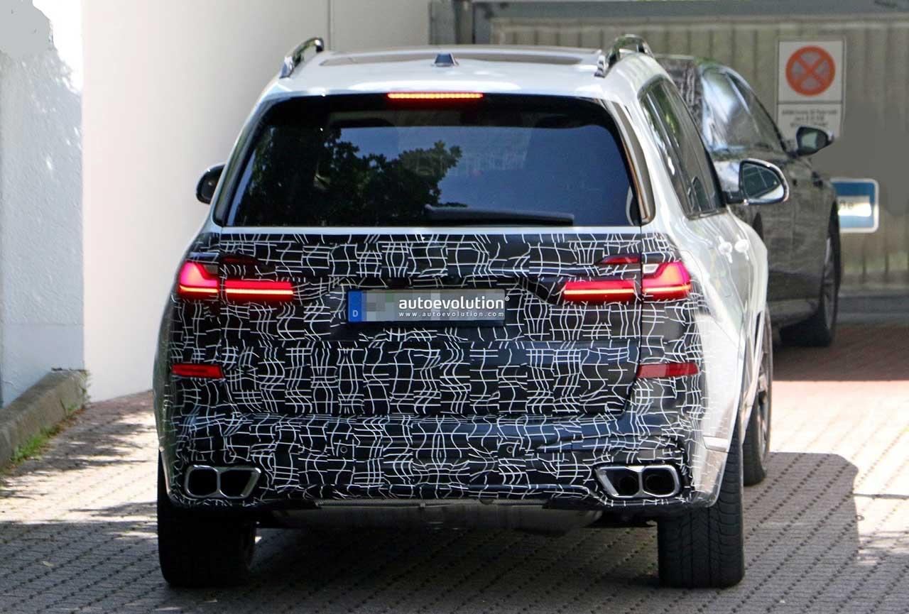 BMW X7 2022 года