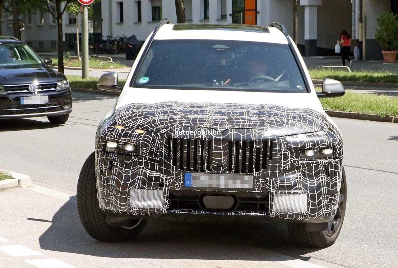 BMW X7 2022 года.