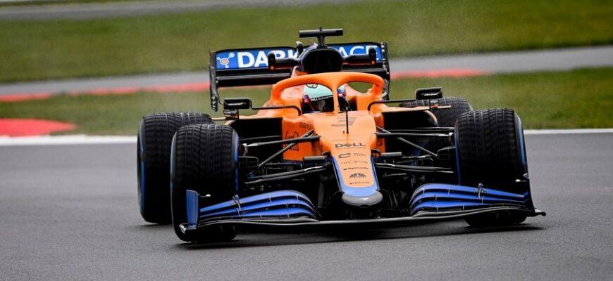 На российский этап Формулы-1 триумфатор Гран-При Италии команда McLaren выйдет при поддержке AkzoNobel