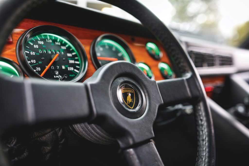 Lamborghini LM002 1990 года