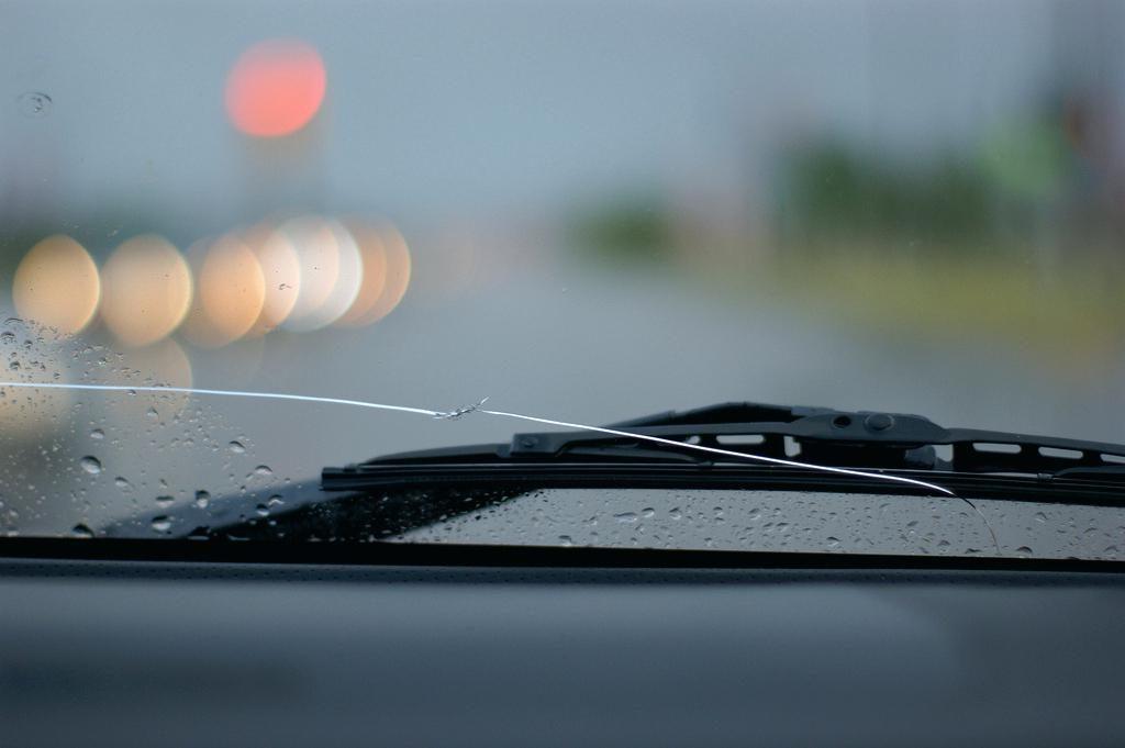 Грозит ли штраф за трещину в стекле автомобиля?
